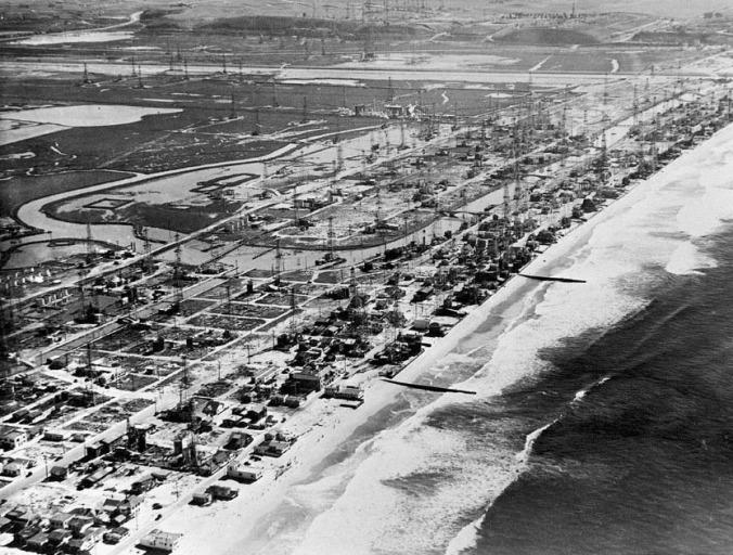 Venice_Oil_Field_1938